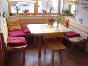 Eckbank mit Tisch und Stühlen Schreinerei Nagl