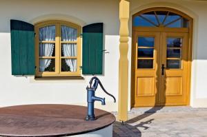 Große Haustür aus Holz Schreinerei Nagl