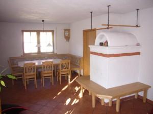 moderne Holzeckbank mit Tisch und Stühlen Schreinerei Nagl